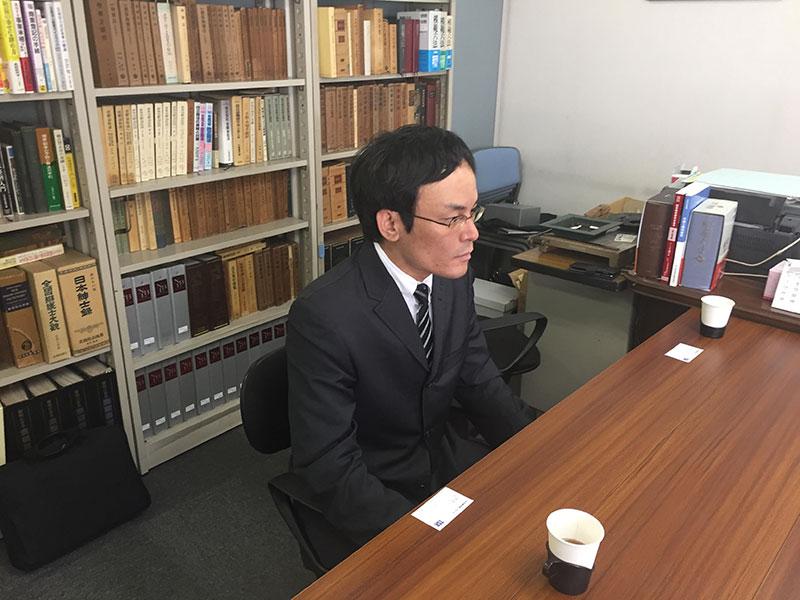 インタビューに応じる中井容疑者(6月1日撮影)