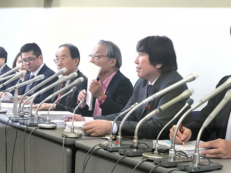 スルガ銀行・スマートデイズ被害弁護団(5月22日、一番右が紀藤正樹弁護士)
