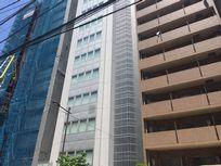 ケフィア事業振興会の本社ビル(真ん中の白い建物)