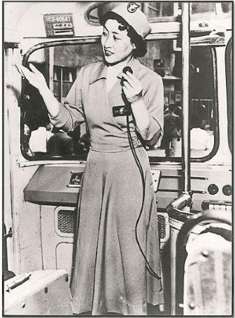 昭和20年代のバスガイド(はとバス提供)