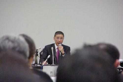 会見する日産自動車の西川・代表取締役CEO