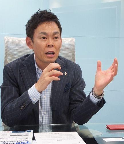 取材に応じる川端社長(撮影・東京商工リサーチ)
