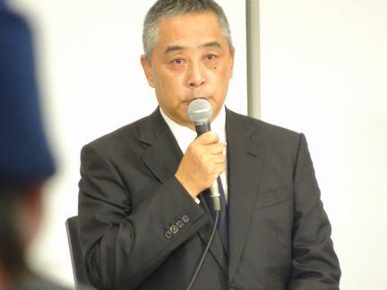 会見する岡本昭彦社長