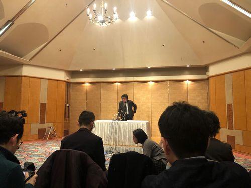 会見する長澤光洋・代表取締役