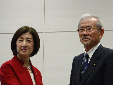 大塚社長(左)と山田会長(2019年12月撮影)